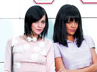Chanel couture em dois momentos: acima, a musa pop Rihanna vestindo look total