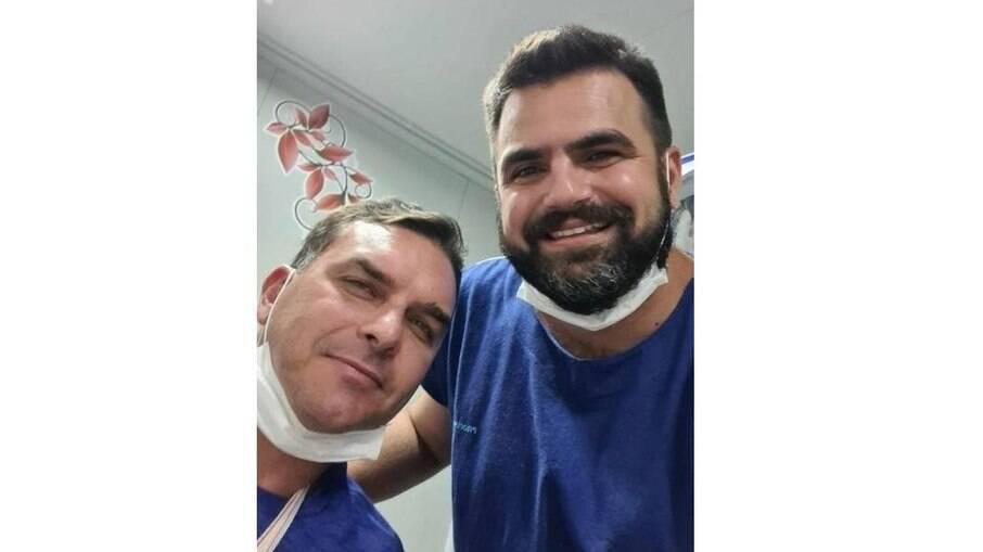 Flávio Bolsonaro sofre acidente de quadriciclo no Ceará e é atendido em hospital