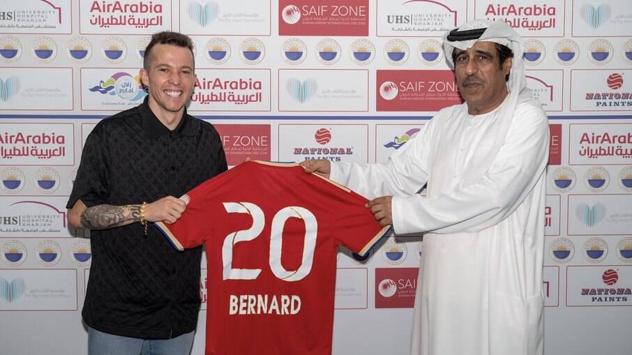 Bernard apresentado no Sharjah FC