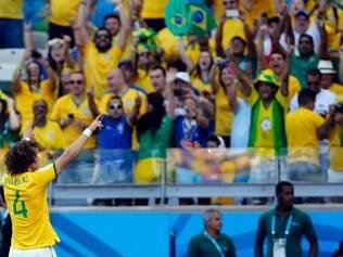 Mineirão pé quente: David Luiz estreou as redes adversárias com a camisa amarela