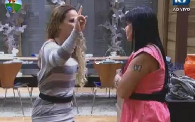 Viviane Araujo fala sobre Nicole Bahls