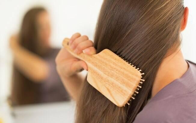 Para ter cabelos saudáveis, é essencial deixar alguns hábitos (como lavá-los todos os dias) de lado