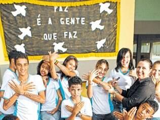 Trabalho. Escola Ephigênia de Jesus Werneck desenvolve com seus alunos o projeto Semeando a Paz