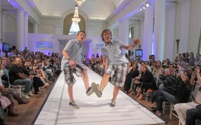 Marcello Novaes e Pedro brincam na passarela da semana de moda para os baixinhos