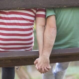 Entre os entrevistados heterossexuais, 95% aprovou o beijo no rosto entre duas pessoas de sexo diferente, enquanto apenas 55% apoiou um casal gay se beijando no rosto