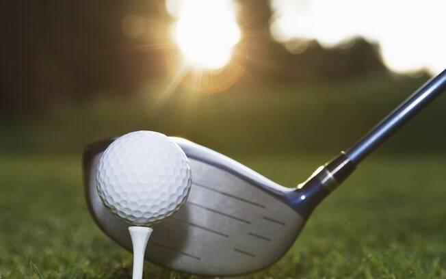 Um taco de golfe sai por cerca de R$ 100 ou  R$ 200 reais