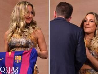 Claudia Leitte recebe camisa do Barcelona e logo tem o objeto tomado