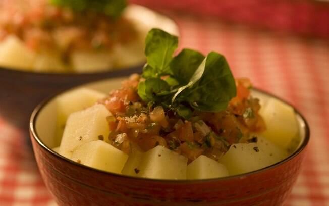 Foto da receita Salada quente de batata light pronta.