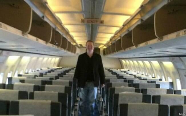 Nigel Short viajou sozinho, sem upgrade, mas com bastante gentileza da tripulação