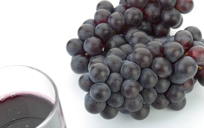 A uva contém polifenóis, entre eles o resveratrol, que protege as células dos danos oxidativos causados pelos radicais livres. Foto: Getty Images