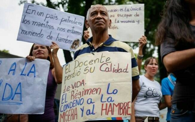 Manifestantes contra o governo de Nicolás Maduro pediam a entrada de ajuda humanitária na Venezuela