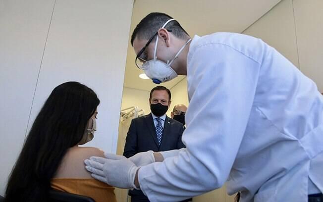 Aplicação da primeira dose da vacina Coronovac no Hospital das Clínicas de São Paulo
