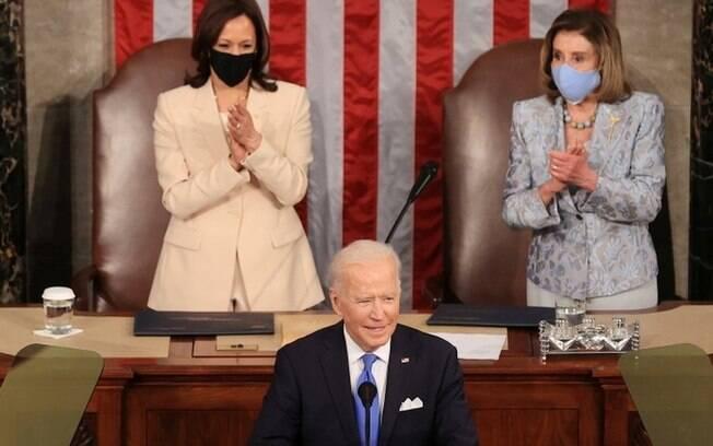 Em discurso ao Congresso, Biden comemora vacinação nos EUA e promete planos de assistência trilionários