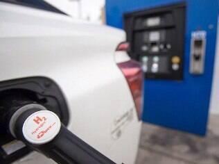 Honda Clarity Fuel Cell é abastecido rapidamente e de maneira segura com hidrogênio