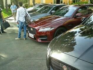 Jaguar XF R Sport bordô,  antes de sair para o teste drive
