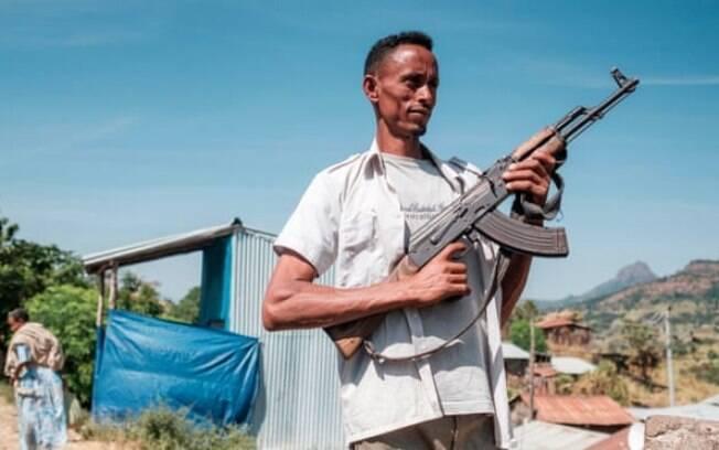 Um miliciano posa para uma fotografia na cidade de Musebamb, na província de Amhara