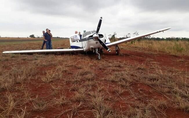 Avião teve que realizar aterrissagem forçada por conta dos danos causados ao trem de pouso.