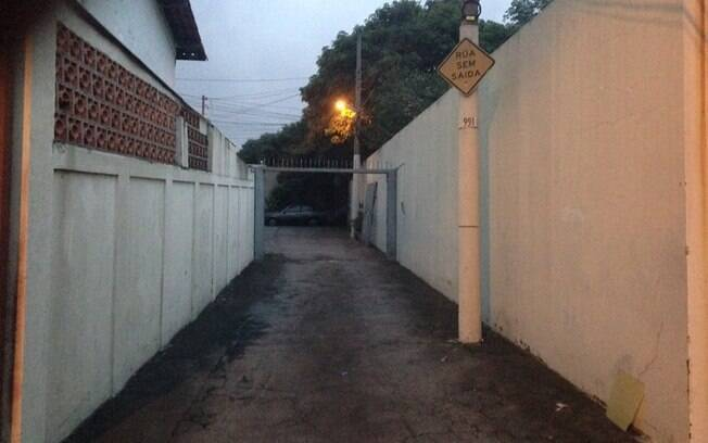 Rua sem saída tem portão retirado nesta semana, na Vila Mariana, em imagem postada por usuário