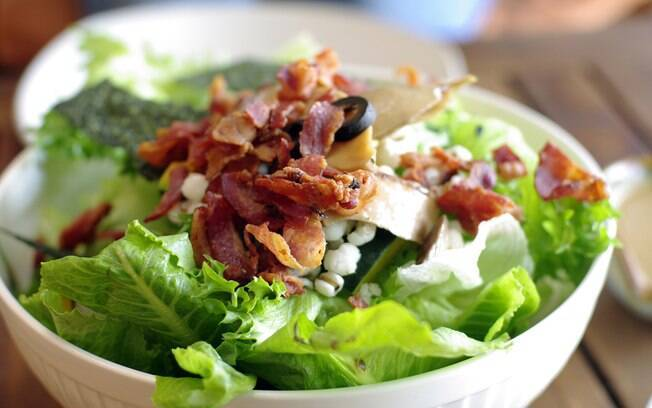 salada com bacon