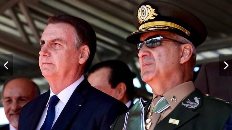 Presidente Jair Bolsonaro ao lado do General Ramos, ministro da Secretaria de Governo
