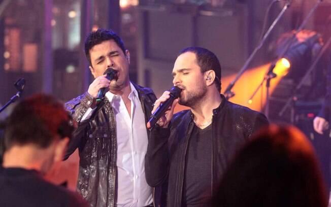 Zezé Di Camargo e Luciano abriram o programa cantando