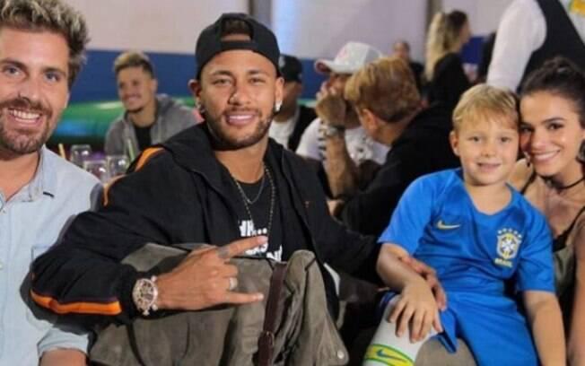 Bruna Marquezine e Neymar aparecem com Davi Lucca