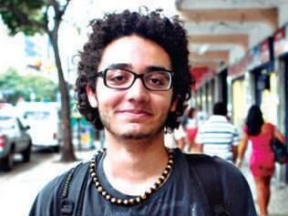 """Melhorias. """"Se houvesse alguma melhoria no transporte que justificasse o aumento da passagem, ok. Mas se os ônibus continuarem como estão, o aumento seria absurdo."""" - Daniel Costa, 18, estudante."""