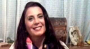 É fundamental que o outro seja visto como você quer ser reconhecido | Juraci Magracio Veloendas desenvolveu seus dons espirituais aos 14 anos, sendo cigana por descendência materna, há 40 anos trabalha com suas  habilidades como cartomante, quiromante, astróloga, numeróloga, terapeuta holística, jogos de tarô, dados e moedas, tendo participado de inúmeros eventos esotéricos pelo Brasil, como o  Encontro dos Magos, em 1993, que percorreu o Sul do Brasil. Hoje, assina uma coluna sobre quiromancia no portal IG e cuida de seus clientes com o carinho particular de sua personalidade doce.