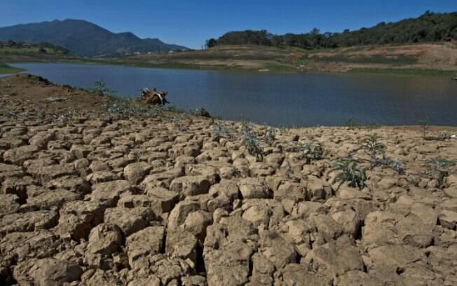 Alteração na forma de calcular nível de água no Cantareira fez com que camada diminuísse nesta terça-feira (17)