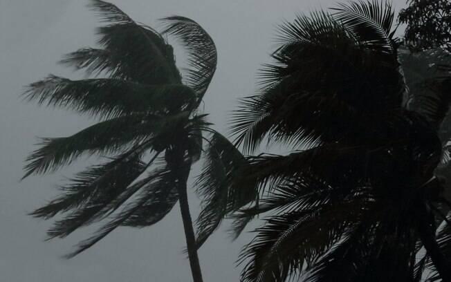 Furacão Maria chega a Porto Rico com ventos de até 250 km/h nesta quarta-feira (20)