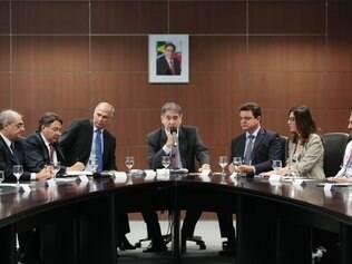 Governador se reuniu com os prefeitos na manhã desta segunda-feira (26)