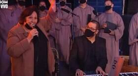 Mãe de Paulo Gustavo canta em homenagem ao filho