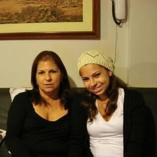 Suzan e a filha Maysa: Bíblia faz parte do material escolar