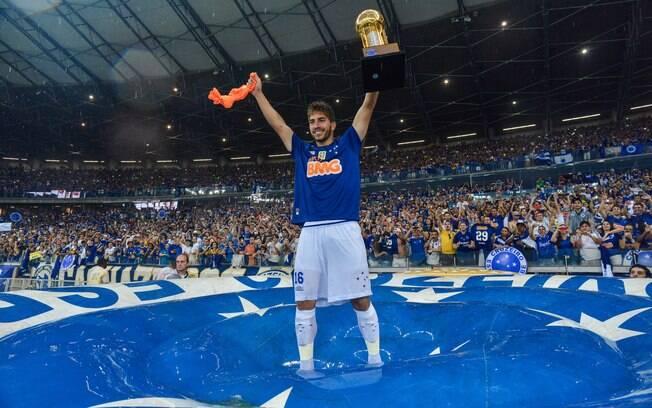 Lucas Silva festeja o título brasileiro do Cruzeiro em 2014. Foto: Pedro Vilela/Getty Images