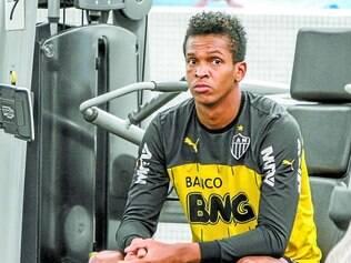 Indefinição.  Enquanto passa férias em São Paulo com a família, Jô aguarda contato da diretoria do Atlético para saber sobre seu futuro