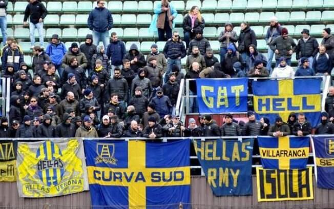 Torcedores organizados do Verona fizeram festa e entoaram cantos a favor de Hitler