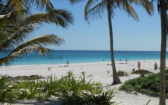 Em Tulum, as águas da praia são cristalinas