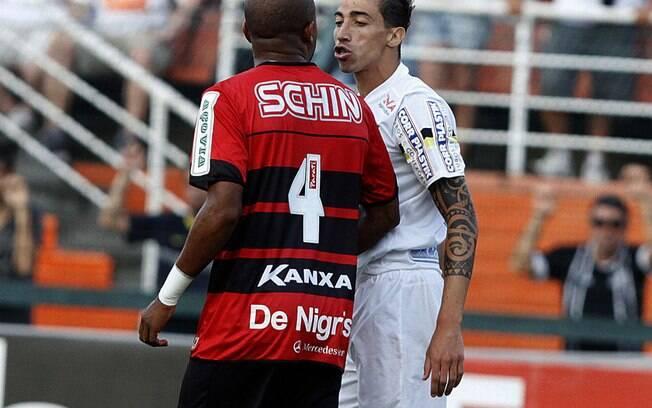 Bahia bate Vitória e sai na frente na decisão do Campeonato Baiano ... aadeced5e1a1c
