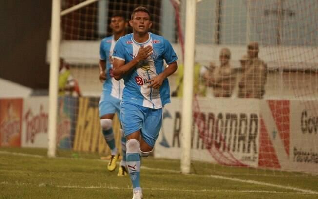 Rafael Oliveira comemora eu gol contra o  Paragominas, na final do Campeonato Paraense