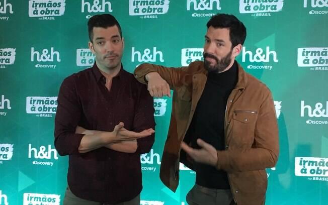 Jonathan (à esquerda) e Drew (à direita) vieram ao Brasil para promover a nova temporada de Irmãos à Obra