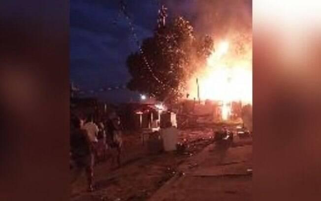 Incêndio atinge moradias da comunidade São Judas Tadeu, em Sumaré