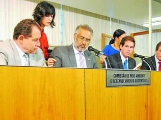 Sem emenda.   Na foto, reunião da Comissão de Meio Ambiente que aprovou emenda para diminuir mata