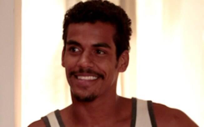 Marcello Melo Jr. vive Jairo, marido de Gorete, que trabalha em uma pizzaria. É um pouco folgado e não se opõe quando Juliana mostra interesse em adotar sua filha, Bia
