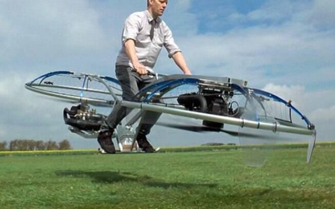 Bicicleta voadora produzida por youtuber britânico usa potentes ventiladores para propulsão