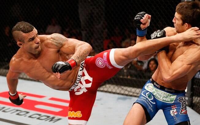 Belfort acerta chute rodado e derruba  adversário no UFC em Jaraguá do Sul