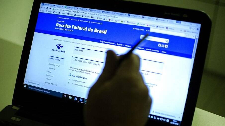 Receita Federal ainda não sabe como trabalhadores que tiveram salário cortado farão declaração do Imposto de Renda