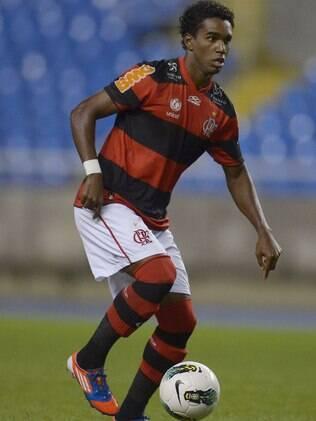 Luiz Antônio vibra com participação em outro gol do Fla e já almeja ser titular