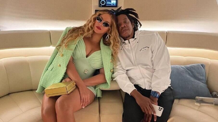 Beyoncé e Jay-Z aproveitam férias no mar de Capri em iate de R$2 bilhões