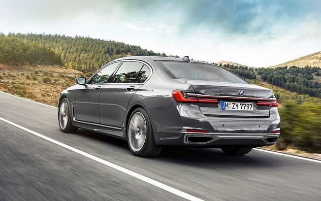 Apesar do design conservador, o BMW Série 7 2020 traz visual de esportivos, com vincos e linhas com certa agressividade