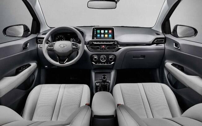 Hyundai HB20S vem com bancos revestidos de couro de tom claro na versão topo de linha que combina tanto com o volante quanto com o painel